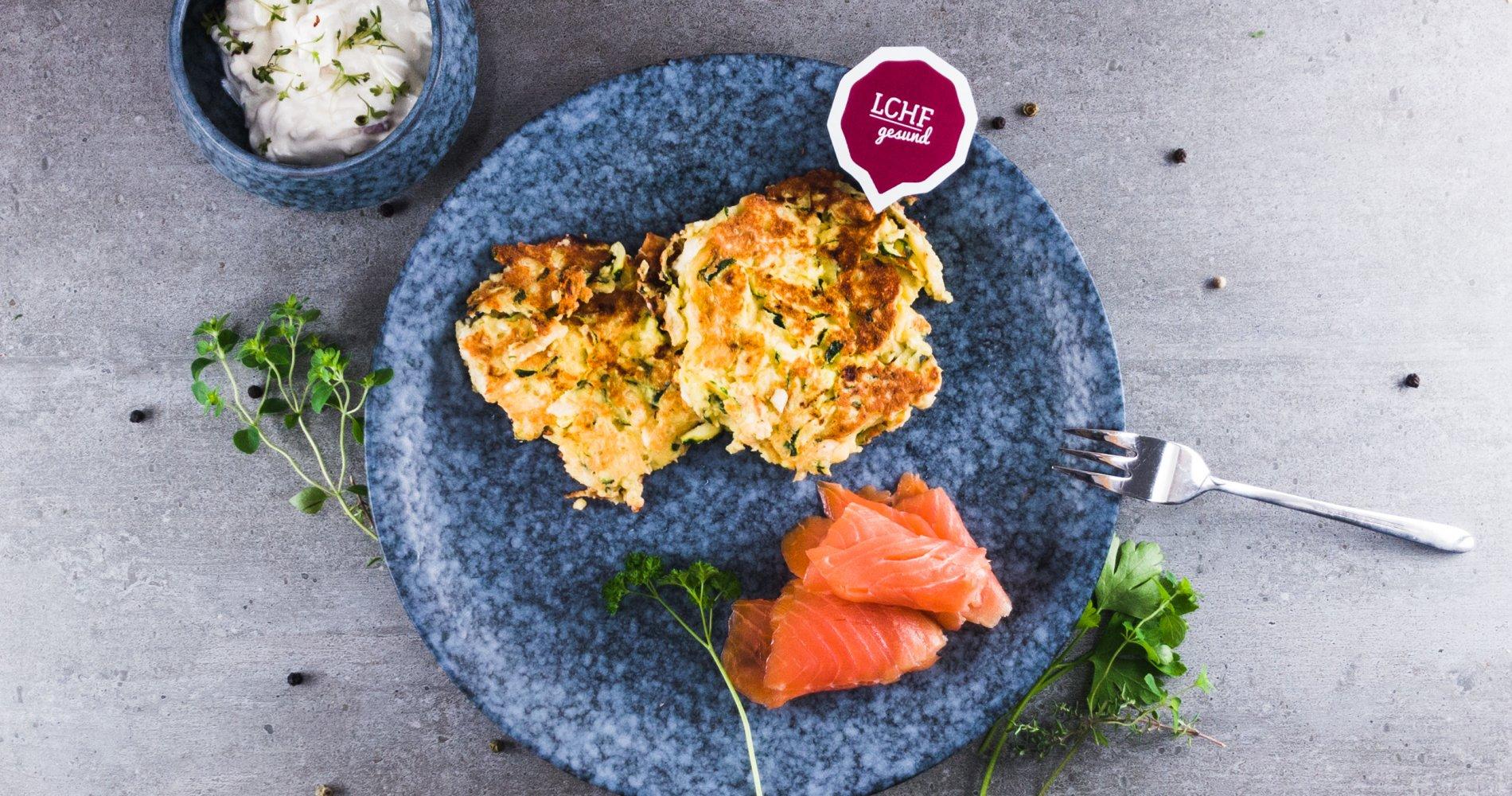 Rezept Low Carb: Schnelle Zucchini-Sellerie-Puffer - LCHF-gesund.de