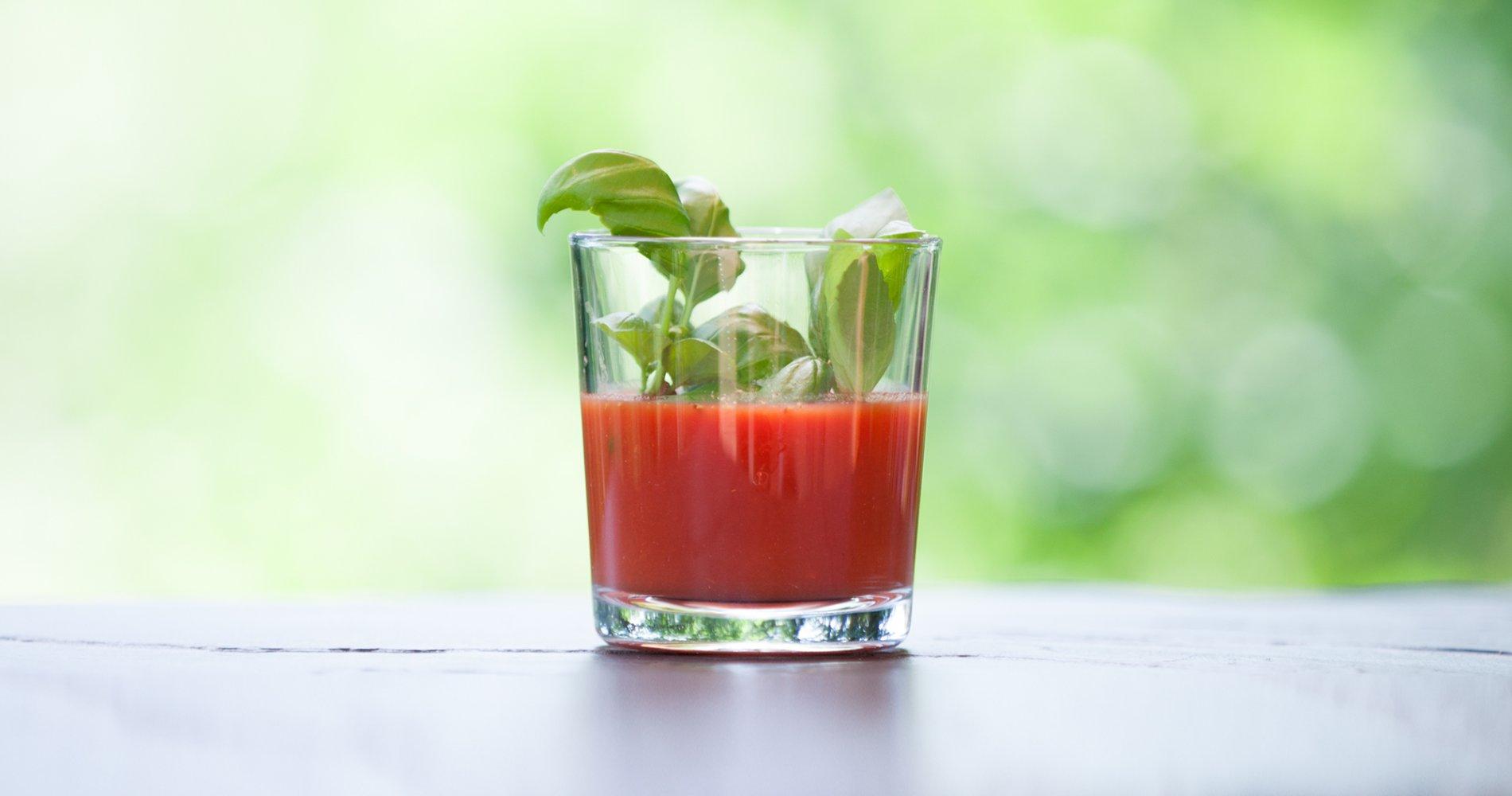 Rezept Low Carb: Tomatensaft mit Basilikum - LCHF-gesund.de