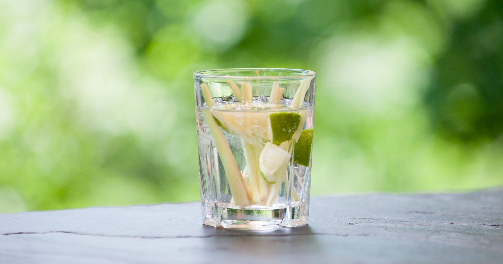 Low Carb: Zitronengraslimonade - mit Limette