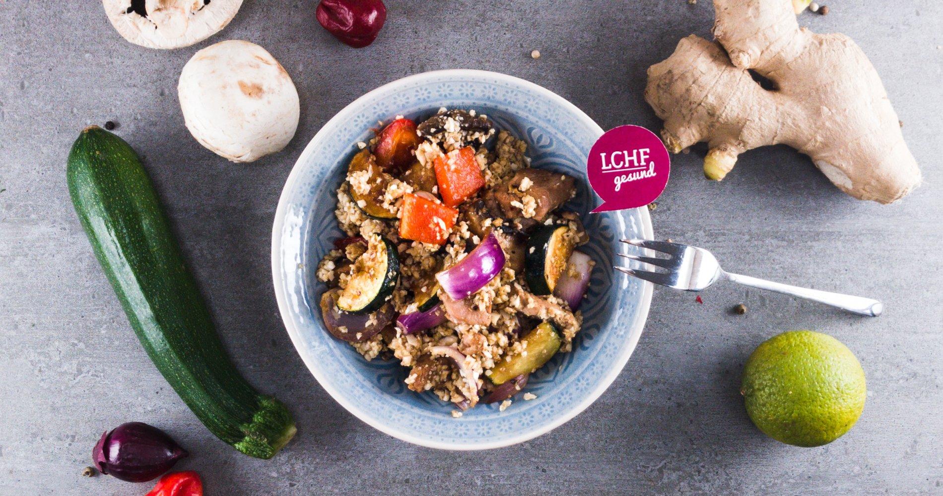 Rezept Low Carb: Asiatischer Gemüse-Eierreis - LCHF-gesund.de