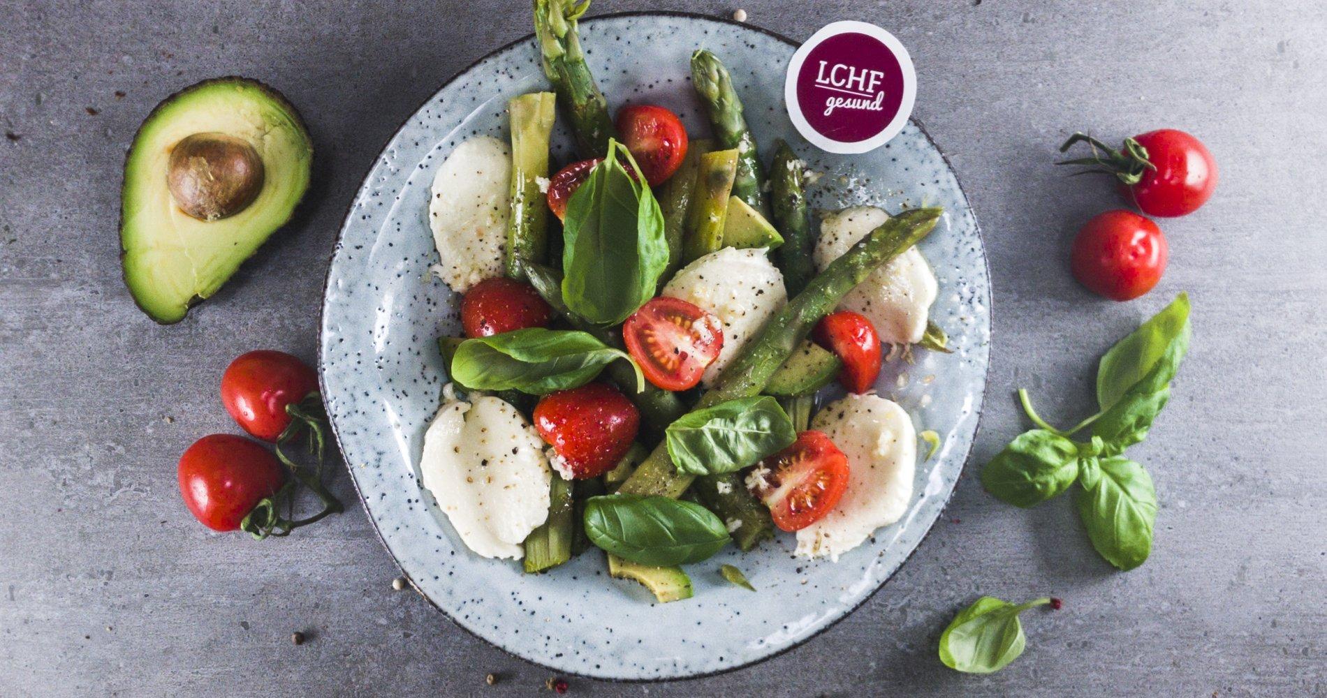 Rezept Low Carb: Spargelsalat mit Tomate und Mozarella - LCHF-gesund.de