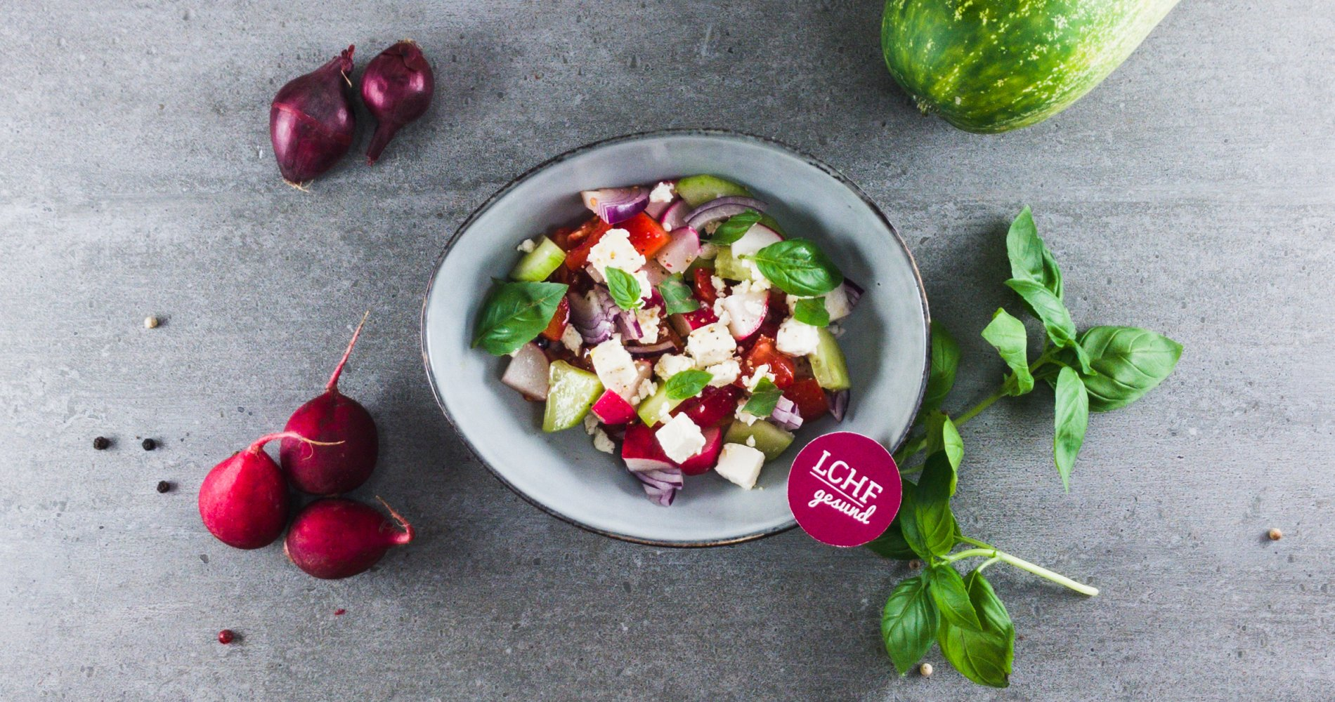 Rezept Low Carb: Bunter Paprika-Gurken-Tomatensalat - LCHF-gesund.de