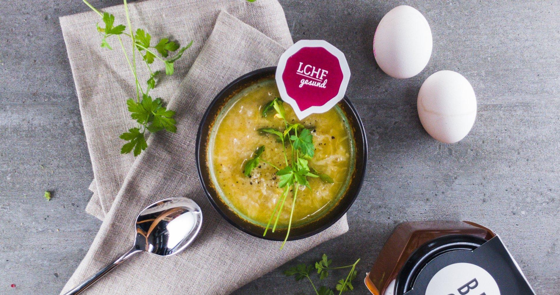 Rezept Low Carb: Rinderknochenbrühe mit Ei - LCHF-gesund.de