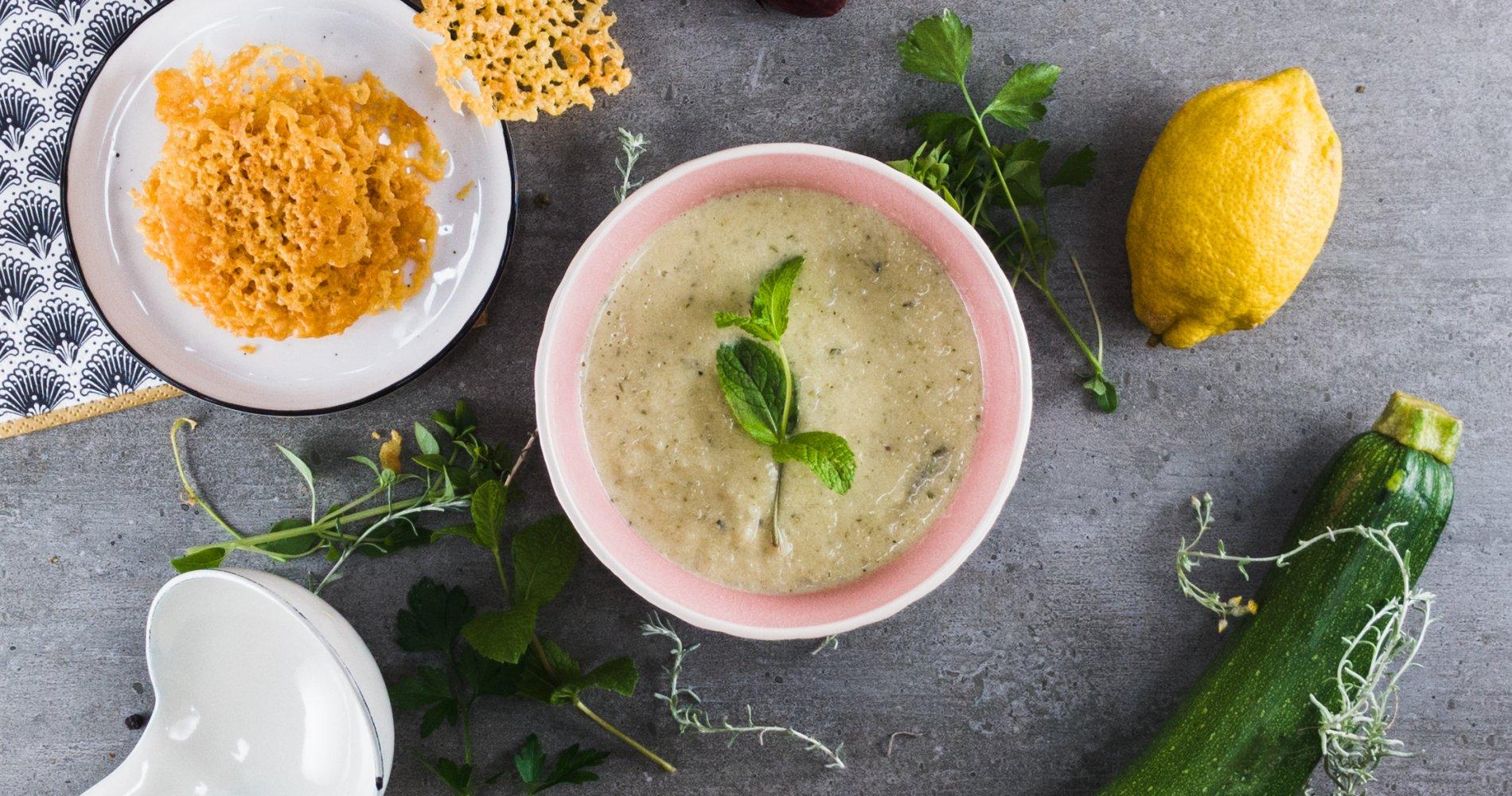 Rezept Low Carb: Zucchinisuppe mit Frischkäse - LCHF-gesund.de