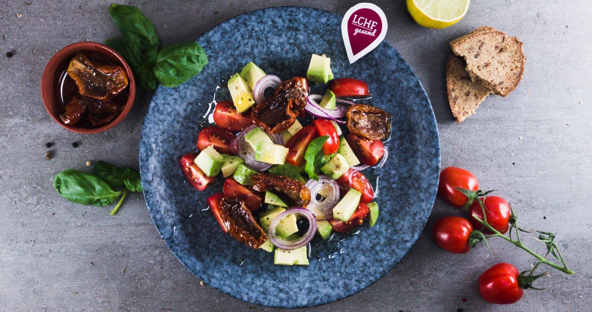 Rezept Low Carb: Tomaten-Avocado-Salat - LCHF-gesund.de