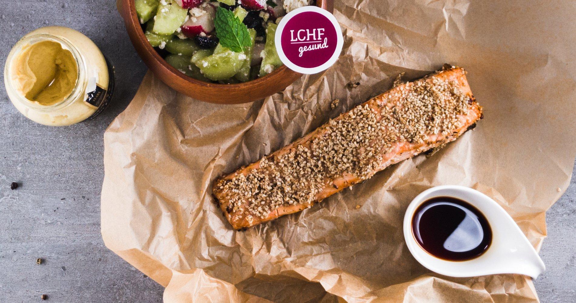 Rezept Low Carb: Asia-Lachs in Sesamkruste - LCHF-gesund.de