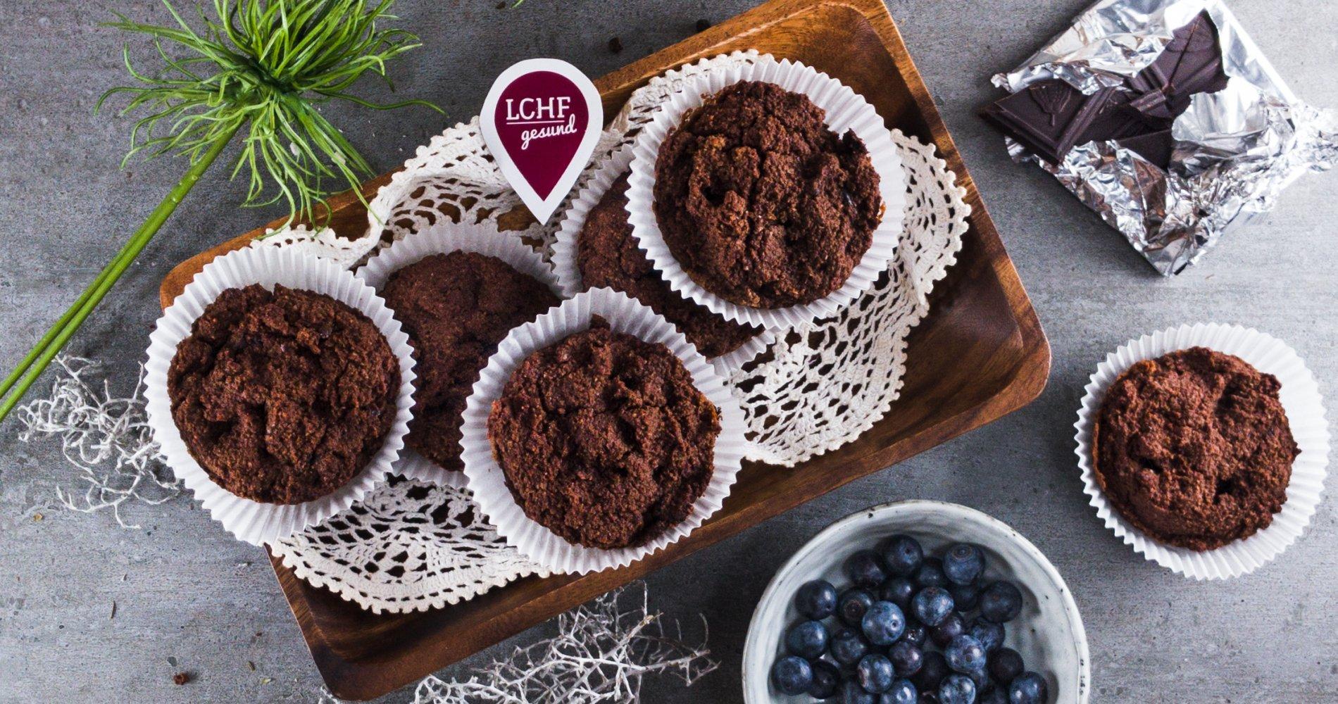 Low Carb: Köstliche Schokoladenmuffins - mit Heidelbeeren und Schokostücken
