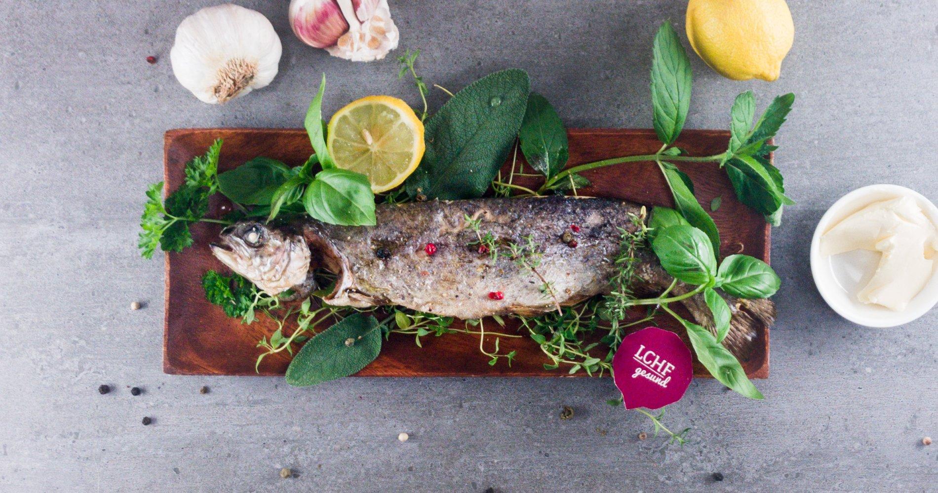 Rezept Low Carb: Knusprig gebackene Forelle - LCHF-gesund.de