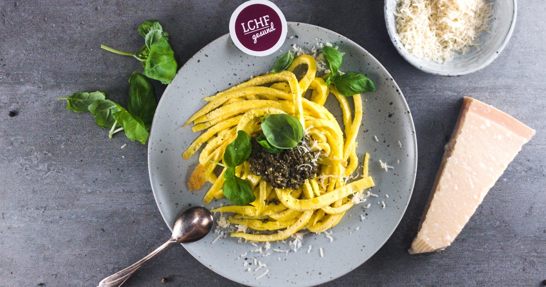 Rezept Low Carb: Eier-Flädle mit Basilikum-Pesto - LCHF-gesund.de