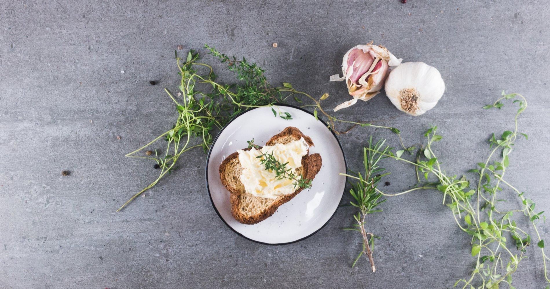 Low Carb: Feine Knoblauchbutter - für Steak und Gemüse