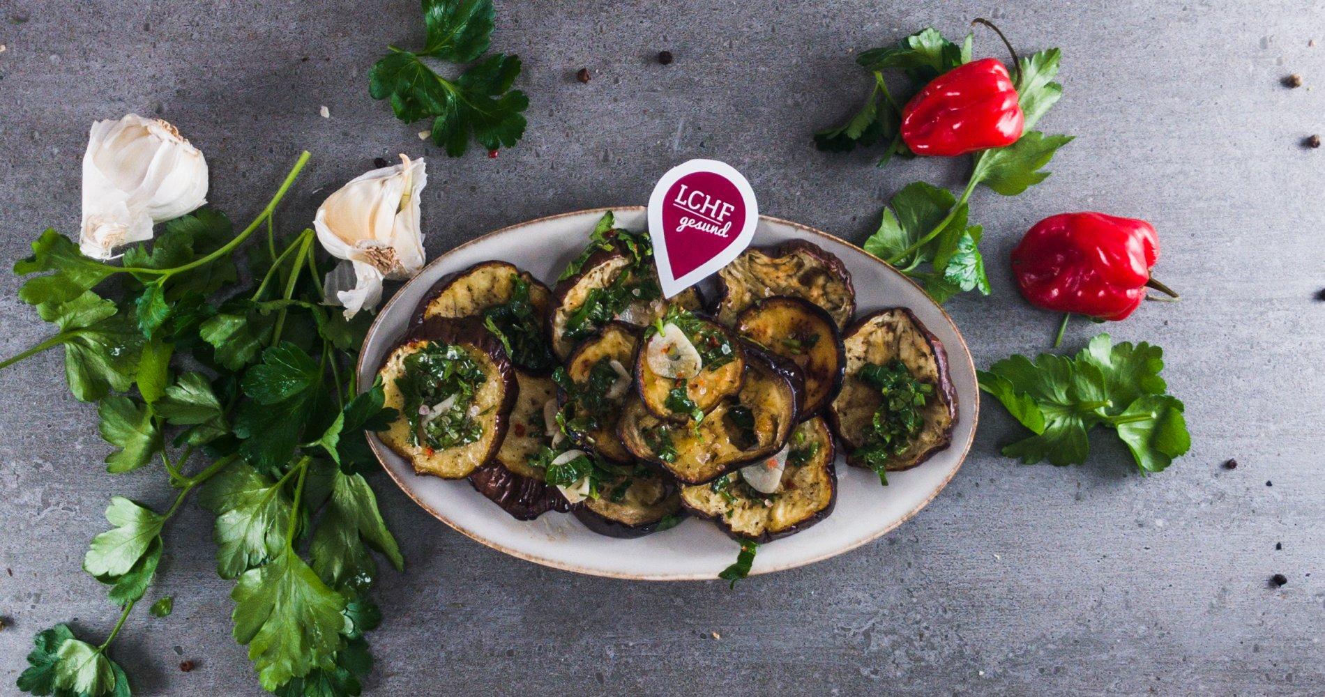 Rezept Low Carb: Auberginen-Petersiliengemüse aus dem Ofen - LCHF-gesund.de