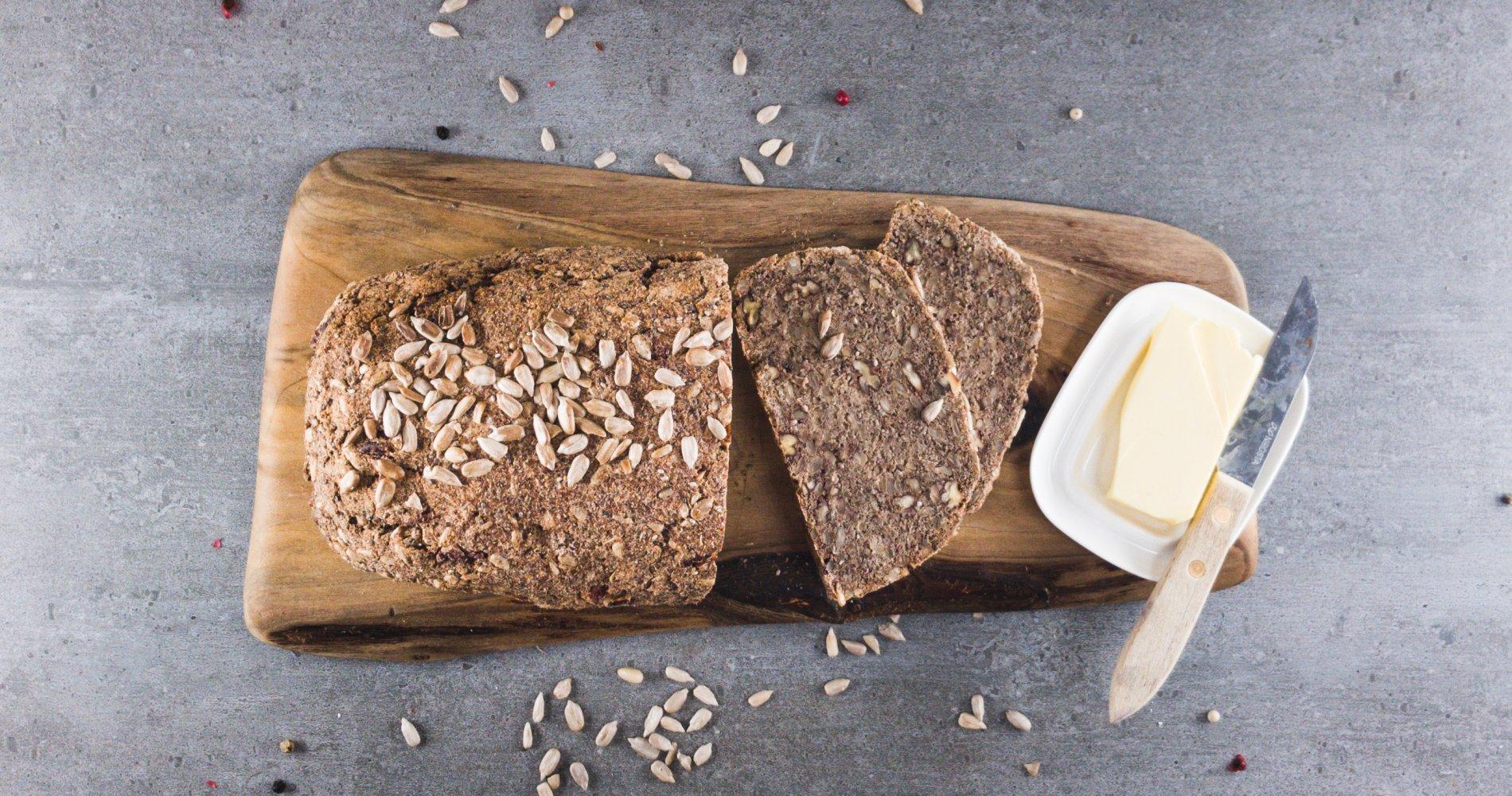 Low Carb: Körnernussbrot mit Kruste - Voller Geschmack aus Samen und Nüssen